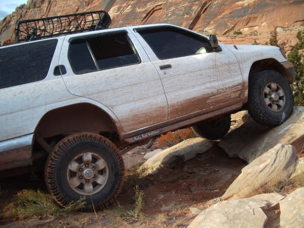 Nissan Pathfinder lift kits, Old Man Emu. Old Man Emu suspension components