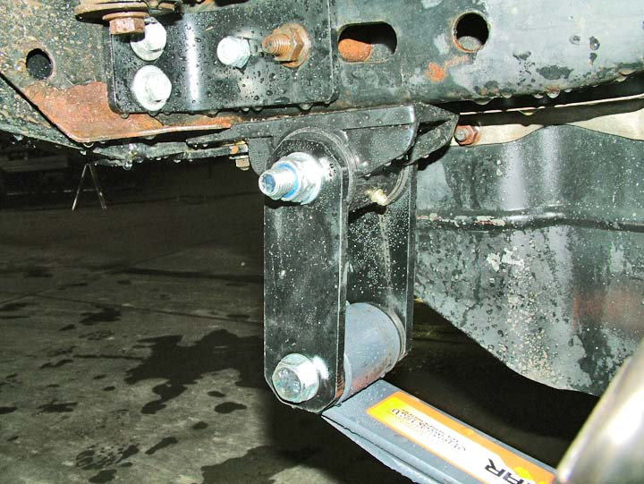 Jeep cj shackle spring hanger greasable with bushings