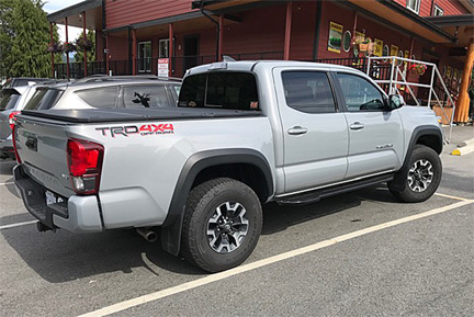 Toyota tacoma kicker rock slider