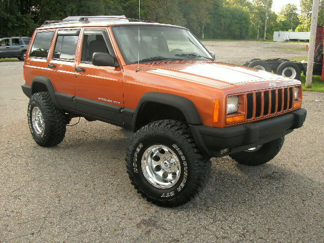 Xj lift cherokee xj lift kit wold man emu springs 2001 cherokee sporting the 5 trailblazer lift solutioingenieria Images
